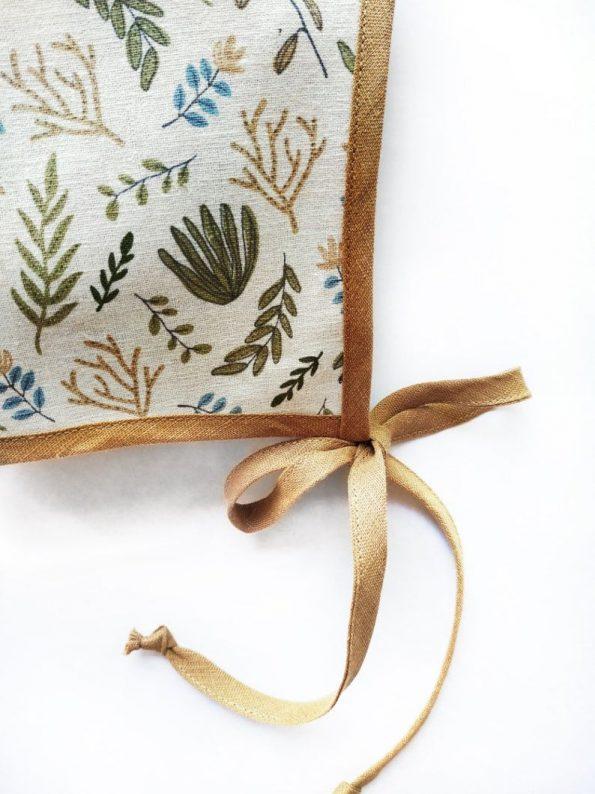 Botanic-linen-baby-bonnet-close